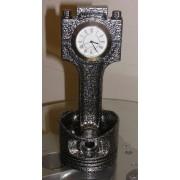 Motor-Kolben aus V12-Motor Antik-Silber mit weisser Uhr